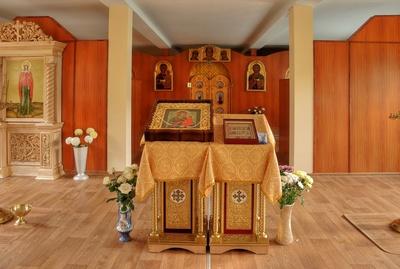 В храме
